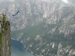 base jumping, lancio nel vuoto