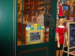 Pesaro, Adotta l'autore