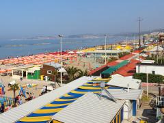 La spiaggia e gli stabilimenti balneari a Palombina di Ancona. Foto di repertorio