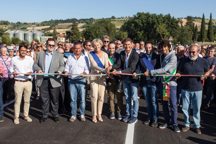 Taglio del nastro per il ponte sul Cesano tra Mondavio e Corinaldo