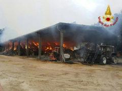 Incendio causato da un fulmine a Isola del Piano