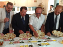 Presentazione della pizza celebrativa Rossini e Raffaello