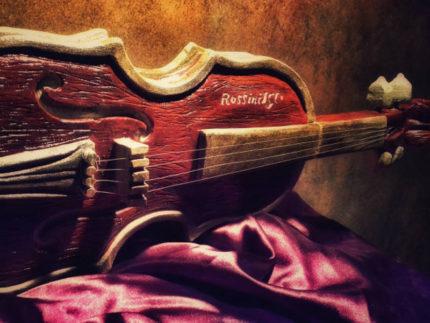 Violino in pietra dedicato a Gioachino Rossini
