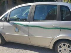 Auto del comune di Cartoceto imbrattata