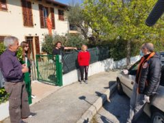 Mascherine consegnate dal sindaco di Pesaro Ricci ai cittadini di Monteciccardo