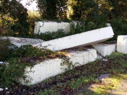 Rifiuti abbandonati tra Pesaro e Montelabbate