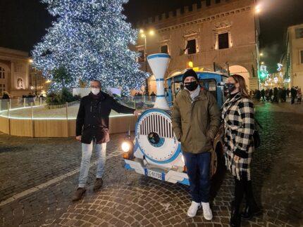 """Trenino natalizio """"We Pesaro Express"""""""